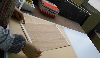 【视频】木皮拼接胶水胶带现场应用